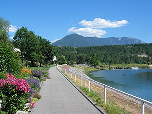 Nakusp - The waterfront walkway