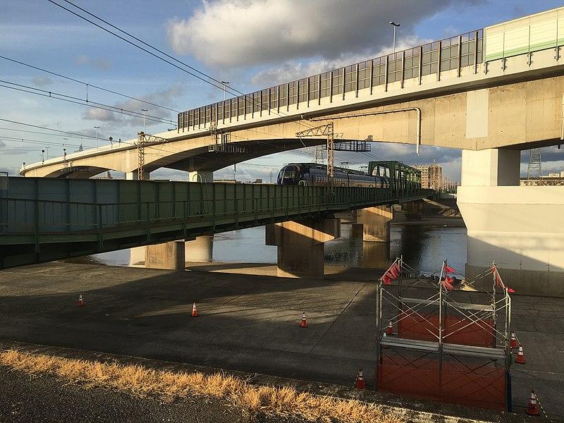 File:Nankai Main Line Yamato River Bridge.JPG