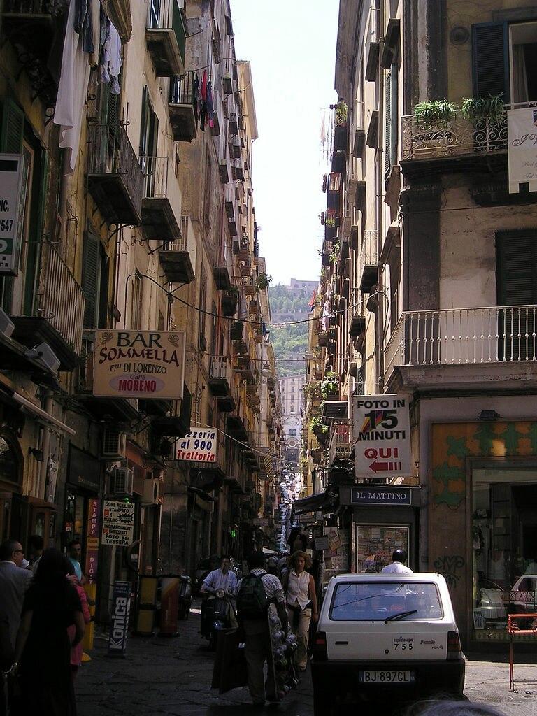 Napoli-via Pasquale Scura