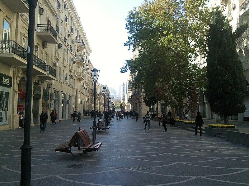 http://upload.wikimedia.org/wikipedia/commons/thumb/e/e0/Nizami_street-Baku-01.jpg/800px-Nizami_street-Baku-01.jpg