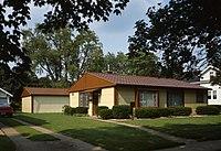 Norris and Harriet Coambs Lustron House.jpg