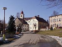 Olešnice v Orl. horách - náměstí s kostelem2.JPG