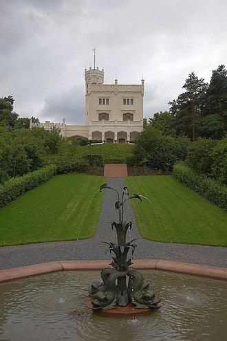 Oscarshall - Image: Oscarshall front med fontene