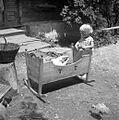 Otrok v zibelki pri Kosovih, Stenica, po domače pri Jurcu 1963.jpg