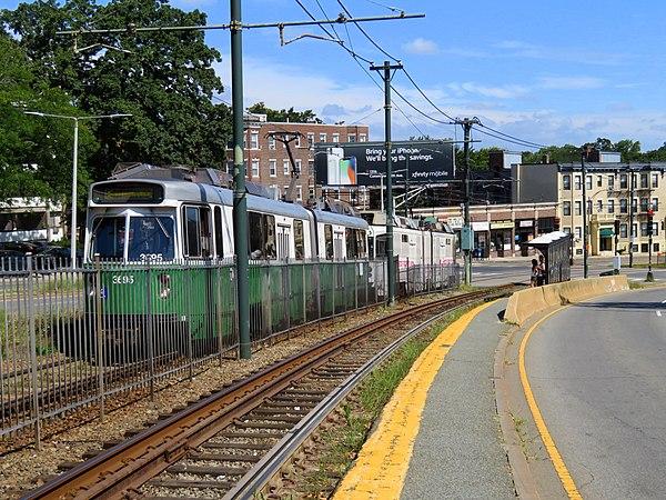 passing green line train - HD5184×3888