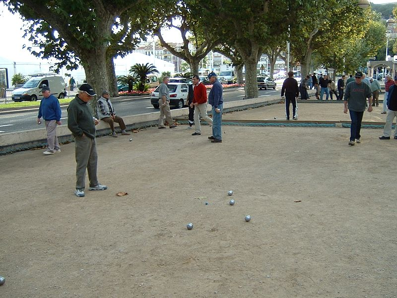 Berkas:Pétanque players in Cannes (France) 2003.jpg