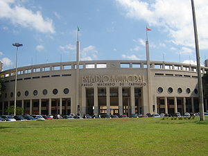 Português do Brasil: Fachada do estádio do Pac...