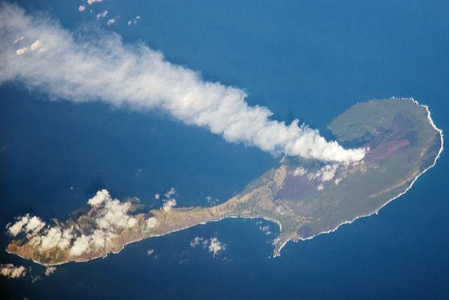 https://upload.wikimedia.org/wikipedia/commons/thumb/e/e0/Pagan_Island%2C_Northern_Marianas.jpg/640px-Pagan_Island%2C_Northern_Marianas.jpg