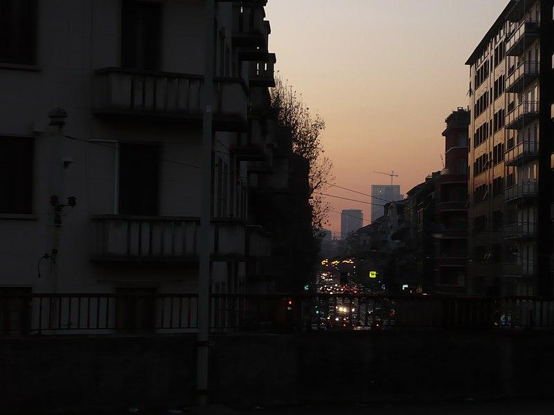 File:Palazzo Lombardia in costruzione - panoramio - temporali.jpg