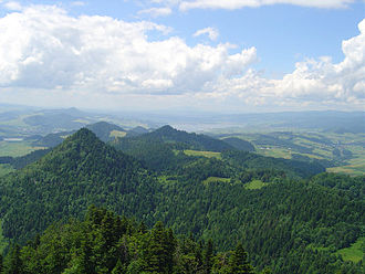 Pieniny - View of the nearby Pieniny from the summit of Three Crowns.