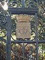 Paris 18e - Montmartre ancien château d'eau - armoiries de Paris.JPG