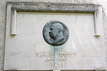 Plaque commémorative pour Raphaël Babet square d'Alleray à Paris.