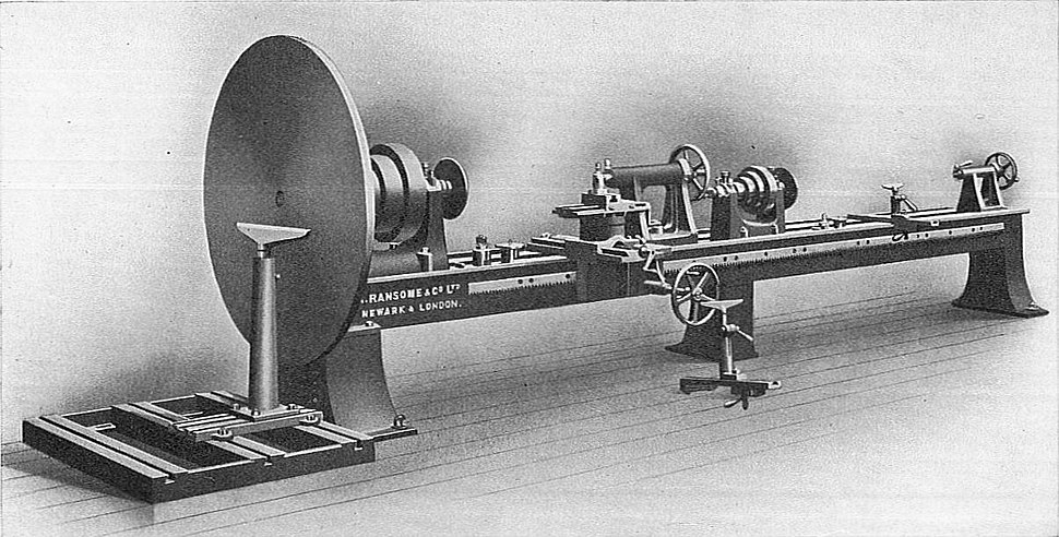 Patternmaker%27s double lathe (Carpentry and Joinery, 1925)