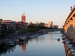 Veduta di Pescara dall'asse attrezzato: in vita la torre del comune