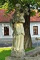Pest-Dreifaltigkeitssäule in Gobelsburg - Staue Johannes Nepomuk.jpg