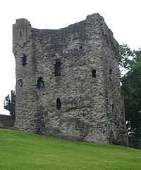 Peveril Castle keep 1.jpg