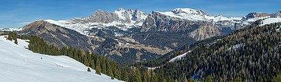 Pic Odles Stevia Daunëi Sëlva te Gherdëina da Mont de Sëura dinviern.jpg