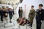 Po odsłonięciu tablicy upamiętniającej Prezydenta RP Lecha Kaczyńskiego.jpg