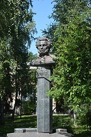 Poltava Berezoviy square Monument of O.Pushkin (YDS 7250).jpg