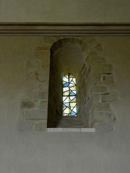 Église Saint-Martin de Pommerieux (53). Fenêtre romane de la costale nord de la nef.