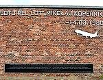 Pomnik ofiar lotu PLL LOT 007 Mikołaj Kopernik Fort Okęcie 01.jpg