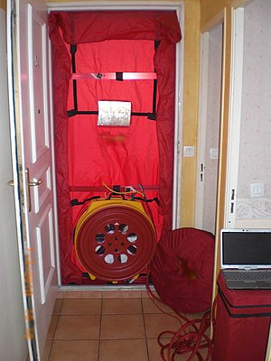 Blower door - Blower door installation (France)