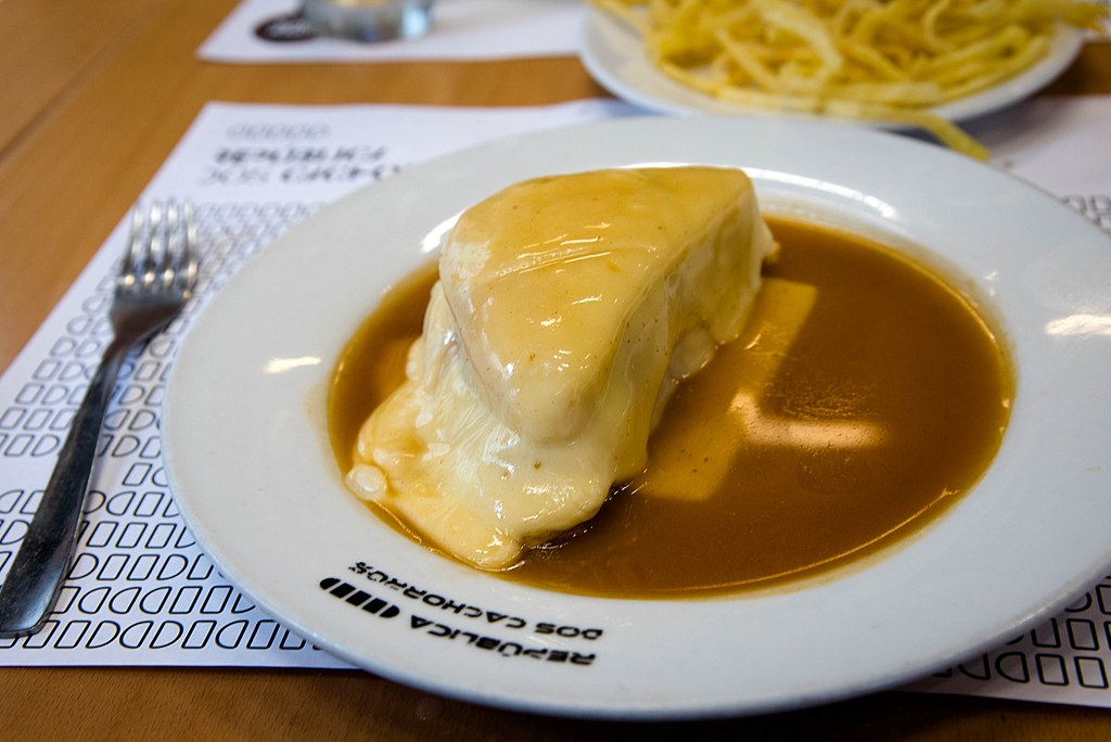 Francesinha, spécialité de Porto - Photo de Scott Dexter