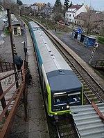 Praha-Strašnice zastávka, vlak Arriva, z lávky (01).jpg
