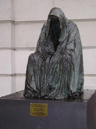 Estates Theatre - Il Commendatore statue outside of the Estates Theatre