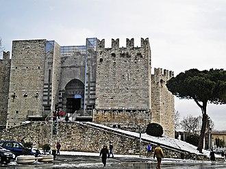 Castello dell'Imperatore - Image: Prato 01,02,2012 Castello con neve 1