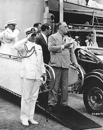 Latin America during World War II - Image: President Roosevelt disembarks from USS Tuscaloosa (CA 37), February 1940