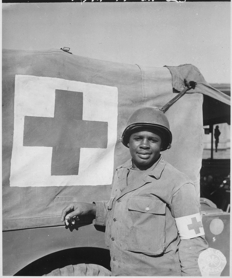 Priavte First Class Warren Capers recommended for Silver Star. With other members of his medical detachment Private... - NARA - 531501.tif