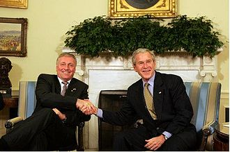 Mirek Topolánek - Topolánek with then US President George W. Bush at the Oval Office in 2008.