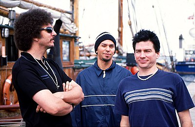 Primus, a common influence to nu metal bands, uses elements of diverse genres such as speed metal, thrash metal, punk rock and funk. Primus copenhagen 1998.jpg
