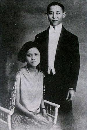 Chakri dynasty - Photograph of Mahidol Adulyadej, Prince of Songkla and Mom Sangwan (later the Princess Mother).