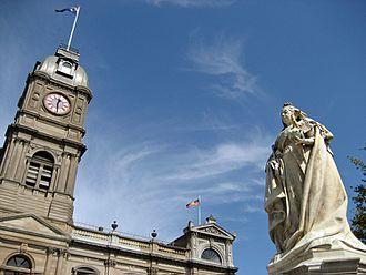 Cultural depictions of Queen Victoria - Queen Victoria Square and statue Sturt Street, Ballarat