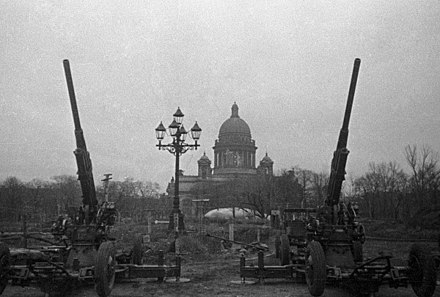 Antiaircraft guns guarding the sky of Leningrad, in front of St. Isaac's Cathedral RIAN archive 5634 Antiaircrafters guarding the sky of Leningrad.jpg