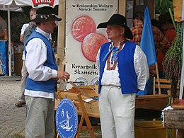 Raft sailors from Ulanow in traditional costumes 01.JPG
