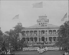 Raising of American flag at Iolani Palace with US Marines in the foreground (PP-36-1-013).jpg