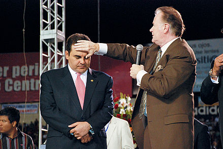 Richard Roberts praying for the President and the Nation of El Salvador Roberts prays for El Salvador President.jpg