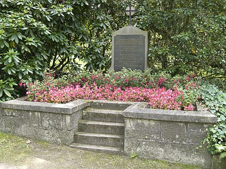 Grave of Wilhelm Rontgen at Alter Friedhof (old cemetery) in Giessen Roentgen family-grave-Giessen-Alter Friedhof-2011-07.jpg