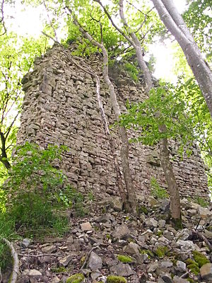 Wall of the Frundeck castle ruins