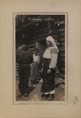 Vyshyvanka - Image: Ruthenian settlers, Alberta (HS85 10 23670)