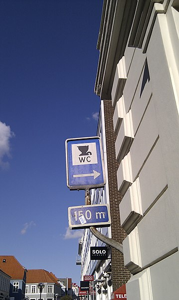 File:Sønderborg toilet sign - panoramio.jpg