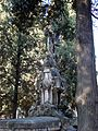SSI- Panteón con busto, ángel y dos esculturas (23209761113).jpg