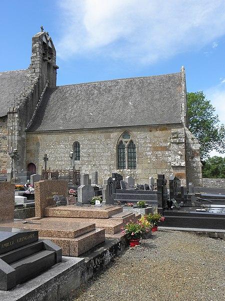 Extérieur de l'église Saint-Georges de Saint-Georges-de-Gréhaigne (35). Façade méridionale. Le chœur.