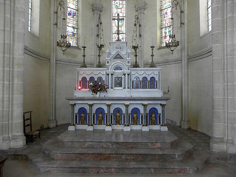 Saint-Germain-d'Anxure (53). Intérieur de l'église. Maître-autel.