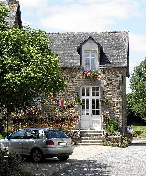 Mairie de Saint-Loup-du-Gast (53).