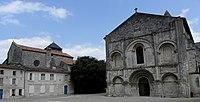 Saintes (17) Abbatiale Sainte-Marie-aux-Dames Façade occidentale 01.JPG