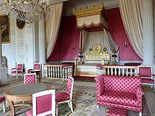Sterbebett Ludwigs XVIII. aus dem Tuilerienpalast, heute aufgestellt im Schlafzimmer der Kaiserin Marie-Louise von Österreich im Grand Trianon in Versailles (Quelle: Wikimedia)
